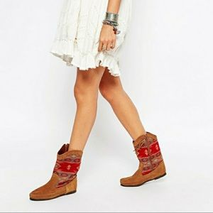 Minnetonka Tapestry Suede Western Moccasin Boots